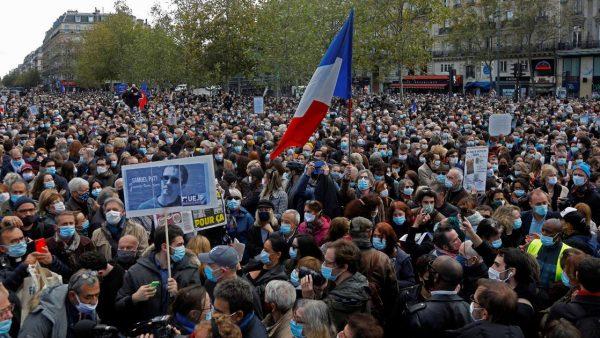 """Francie je na nohou, na Slovensku řádí """"vichřice"""", a co v České republice?          Zima a smrádeček …"""