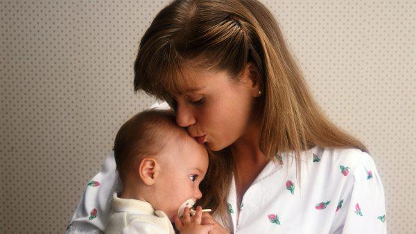 Matka s dítětem (ilustr. foto)
